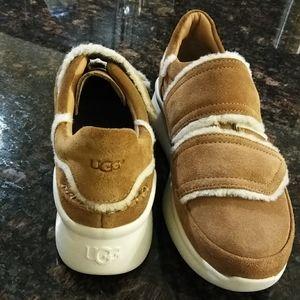 😍LIKE NEW UGG shoes 😍